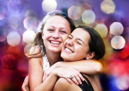 Freundinnen an der Uni © denys_kuvaiev / fotolia