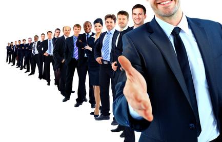Auf Job- und Karrieremessen können (künftige) Studenten wichtige Kontakte schmieden © FotolEdhar / fotolia
