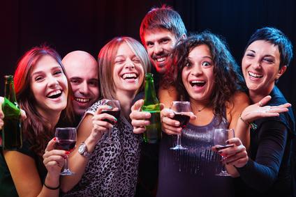 Prost: Studenten genehmigen sich einen kleinen Drink © Dangubic / fotolia